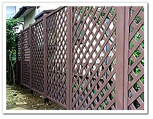 お庭周囲への人工木ラティス1590